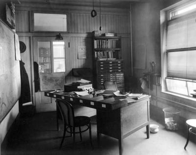 normal_07722-Typical-clerk-s-office-in-the-Hooe-Building--Washington-DC--1917